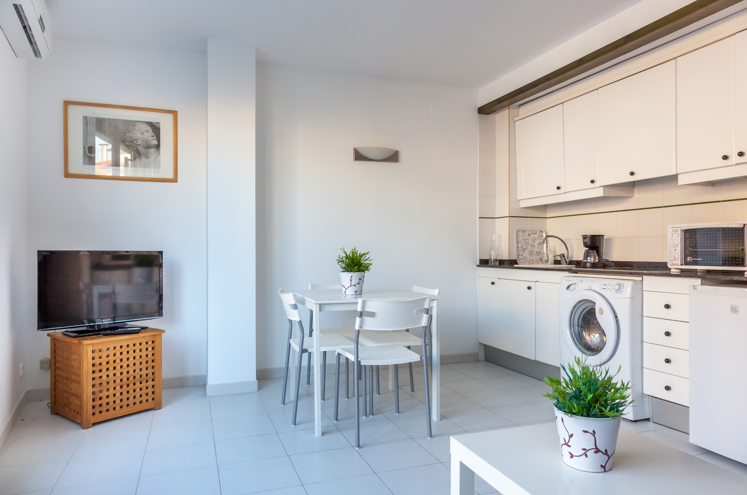 Check Availability | Hola Sitges Apartments